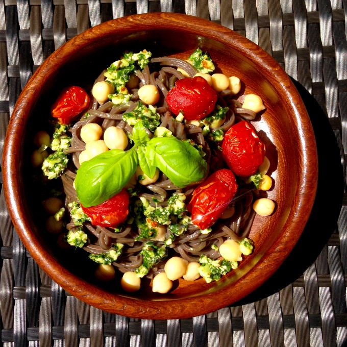 Buckwheat noodle with pesto chickpeas and roasted tomatoes (1)